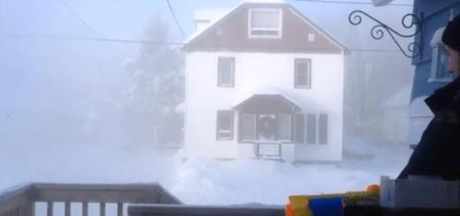 気温マイナス41度の中で熱湯の入った水鉄砲で遊ぶと…