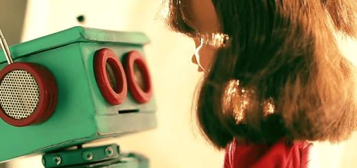 恋に落ちたロボットと人形の切ないラブストーリー