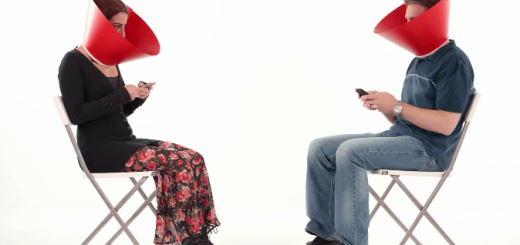 スマートフォンを見ないで会話しよう!画期的(?)な矯正器具