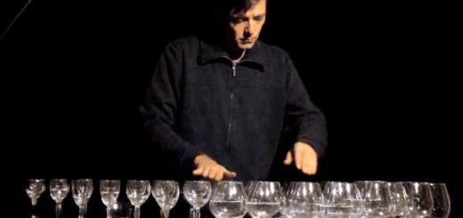 透明感のある音にウットリ…ワイングラスを使って奏でる「エリーゼのために」