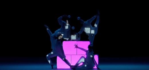 こんなの見たことない!プロジェクションマッピングを利用したダンスが幻想的で美しい…