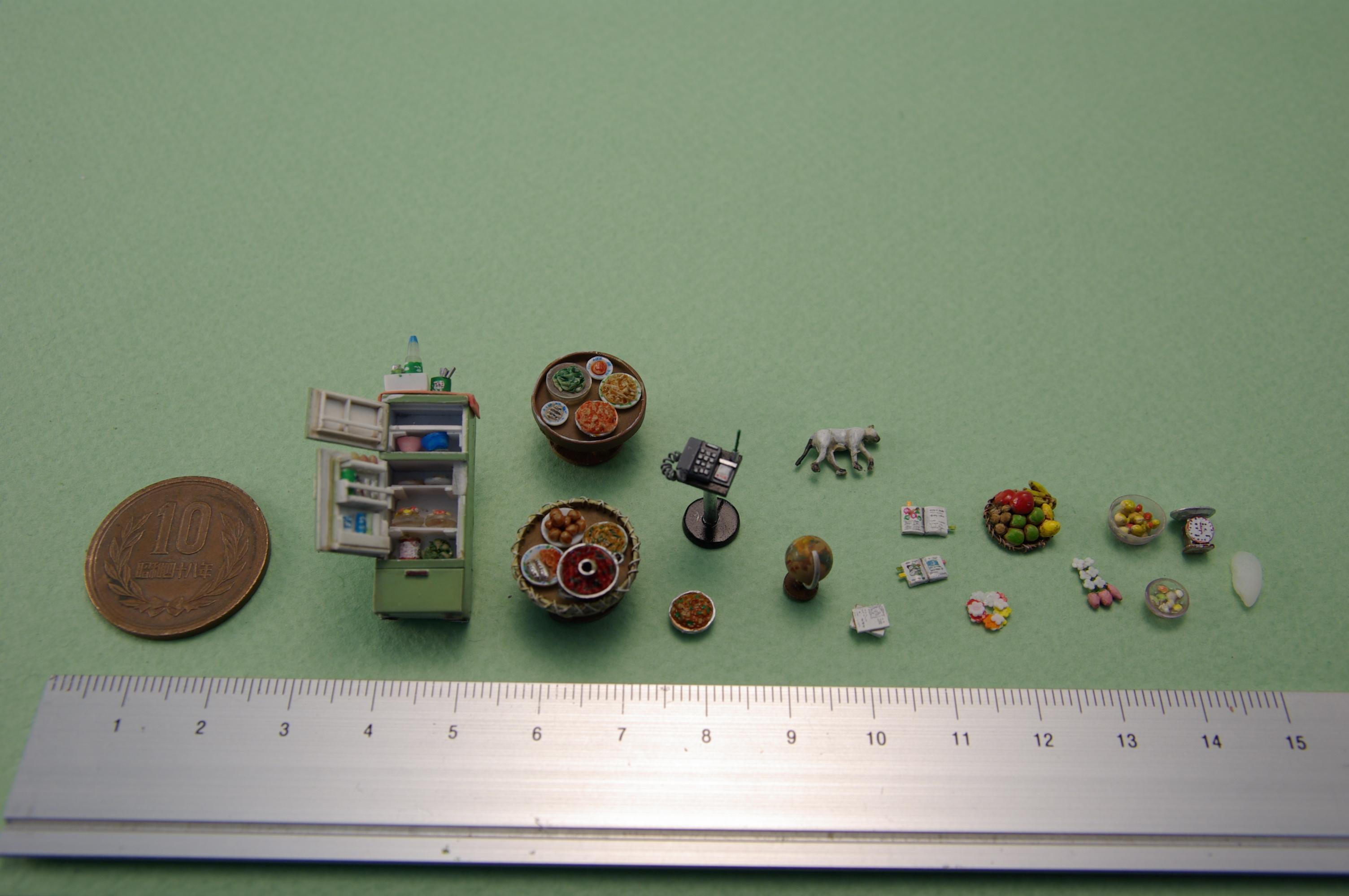 ▼細かい小物を組み合わせてタイの日常を再現しています。ミリ単位で作成されたフルーツは米粒大!