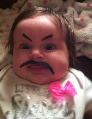 【悶絶必至】赤ちゃんにまゆげを描いたらこんな顔になっちゃった!