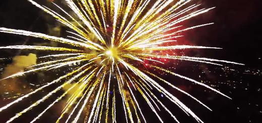 【夜空の芸術】花火の視点から見る打ち上げ花火が危険な美しさ