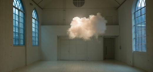 オランダ人アーティストによる「部屋の中に生み出された雲」の作品が究極のシュールレアリズムだと話題に