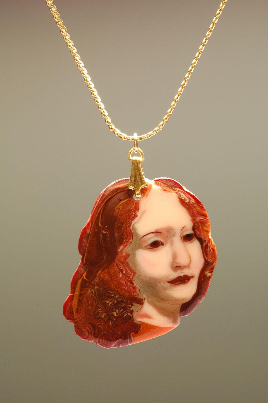 """どこを切ってもダ・ヴィンチの「岩窟の聖母」が出てくる""""金太郎飴的ガラス細工""""が美しすぎる…。"""