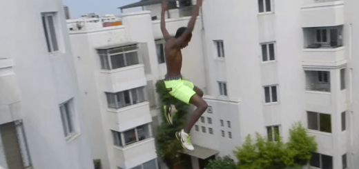 【絶対真似禁止】ビルの屋上から飛び降りた男の結末