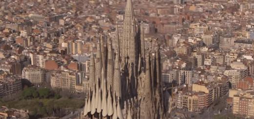 """2026年完成予定の""""完全版サグラダ・ファミリア""""が神々しいまでに美しい……。"""