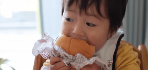 CM確実!? 世界一ハンバーガーをおいしそうに食べる1歳児がめちゃカワイイ♡