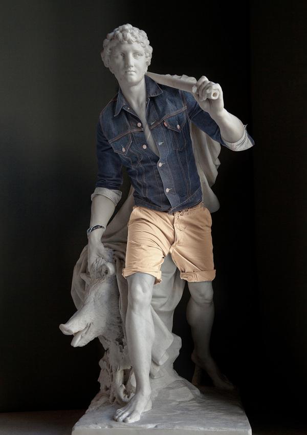 やっぱりスタイル抜群! 石像に普段着を着せてみたら意外とイケてる