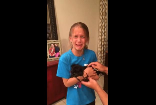 感激のあまり大号泣!8歳の少女が貰った誕生日プレゼントの中身にほっこり