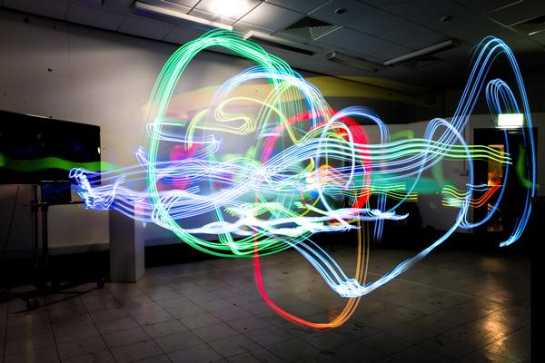 目に見えないWi-Fiの電波を可視化したアートがうっとりするような美しさ