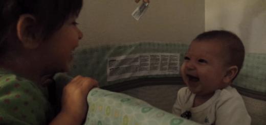 いないいないばあ!赤ちゃんを秒速で爆笑させる女の子がスゴい