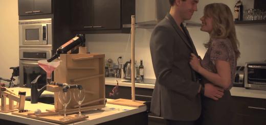 お家デートの必需品?甘いムードを盛り上げるピタゴラ装置の演出がニクい