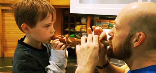 """楽しく遊んでおいしく食べれる""""パンケーキのリコーダー""""を作る方法"""