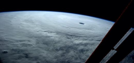 史上最強?台風19号を宇宙からみた光景が凄まじい。